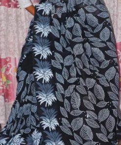 পাতা বাহার ব্লক প্রিন্ট ব্ল্যাক হাফ সিল্ক স্টাইলিশ শাড়ি ফর লেডিস