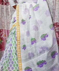 ট্রেন্ডি সাদা রঙের হাফ সিল্ক শাড়ি উইথ কালারফুল ব্লক প্রিন্ট